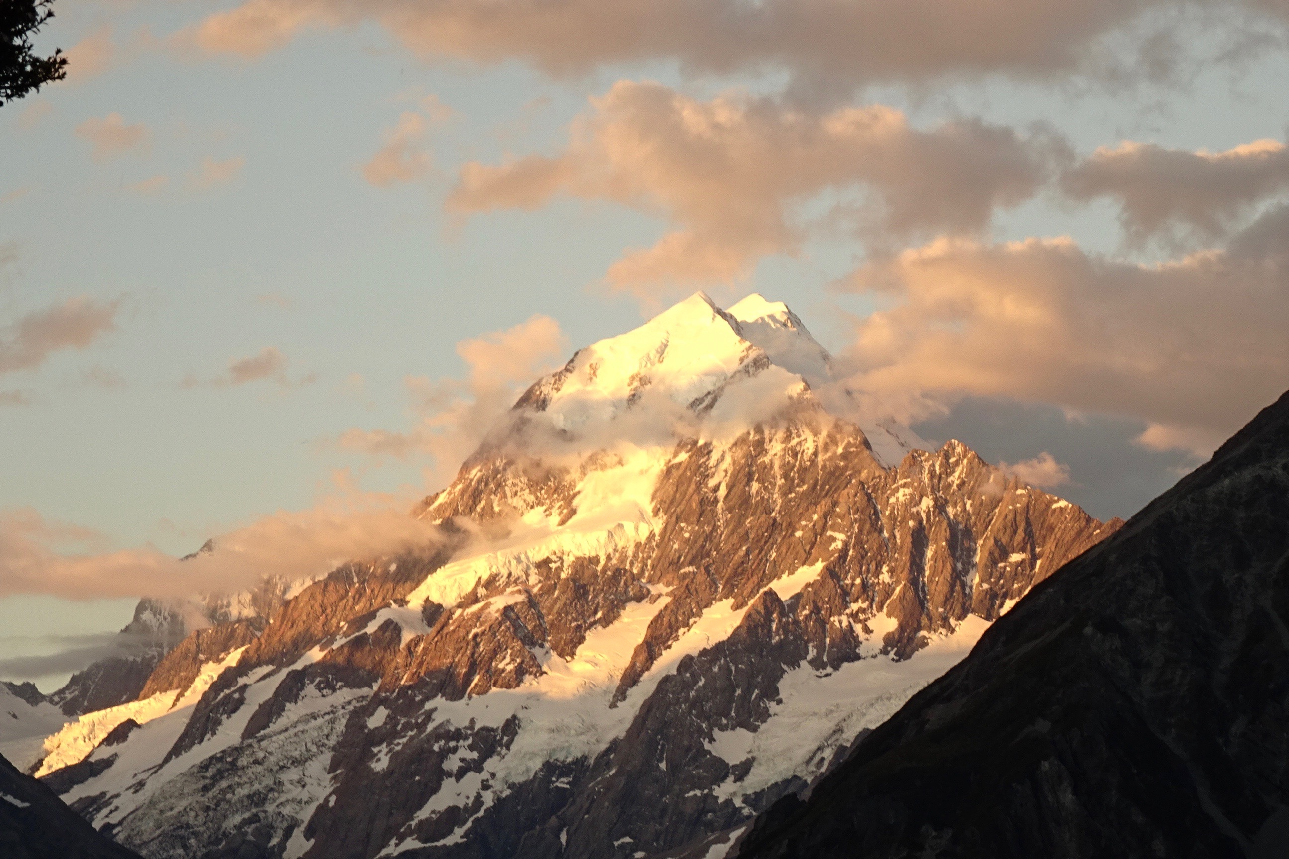 Sunset in Aoraki/ Mount Cook National Park - spinthewindrose.com